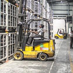 Desde nuestro almacén surtimos todo lo que necesita su industria, suministros y repuestos industriales